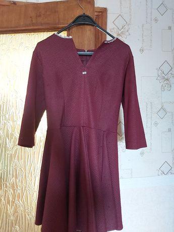 продам платье 46 размера