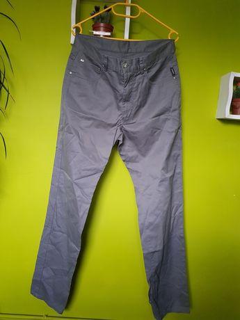 Spodnie firmy Lacoste roz 39/42 /M