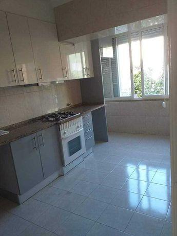 Alugo Apartamento T2 Moscavide