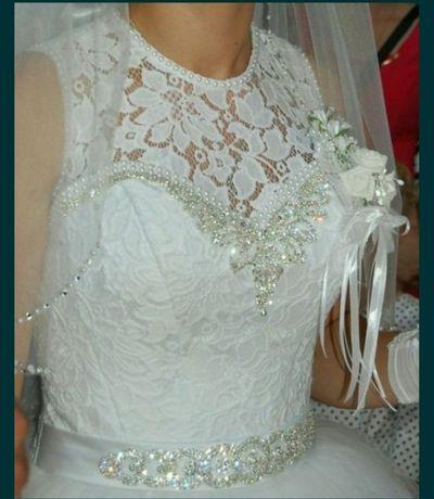Весільна сукня  в хорошому стані