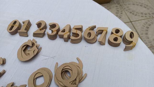 Tenho várias letras e números em cartão cor dourado novos .