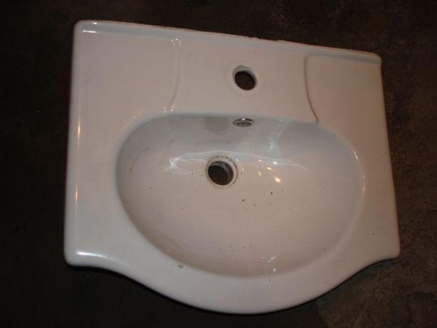 Umywalka łazienkowa po remoncie 440 x 540