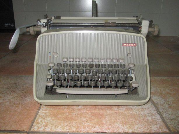 Máquina de escrever MESSA