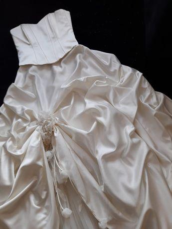 SPRZEDAM kilkanaście sukien ślubnych i dodatki. OKAZJA