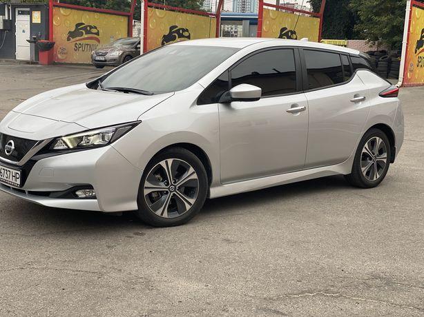 Nissan Leaf 2018 sv premium plus