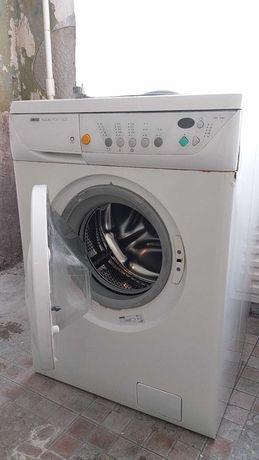 Продам стиральную машину Б/У ZANUSSI - 3300грн. возможен торг!