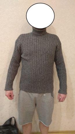 Продам тёплый шерстяной свитер с воротником + второй придачу