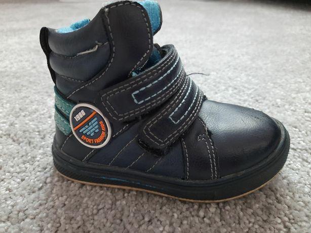 Кроссовки,уги,,ботинки,полусапожки,сапожки,ботинки осень на мальчика