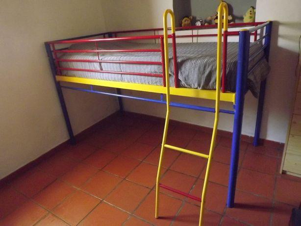 Cama alta para criança/jovem
