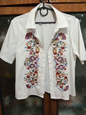 Детская белая рубашка с вышивкой на подростка