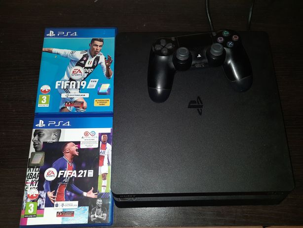 Ps4 + Pad + 2 gry