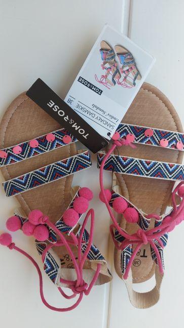 Nowe sandałki wiązane