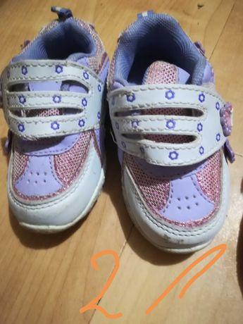 Buty dla dziewczynki na podwórko