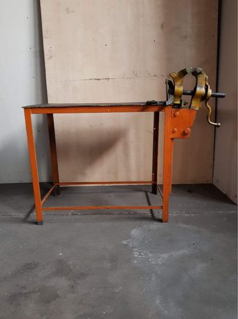 Imadło kowalskie z metalowym stołem  roboczym 93x54x80