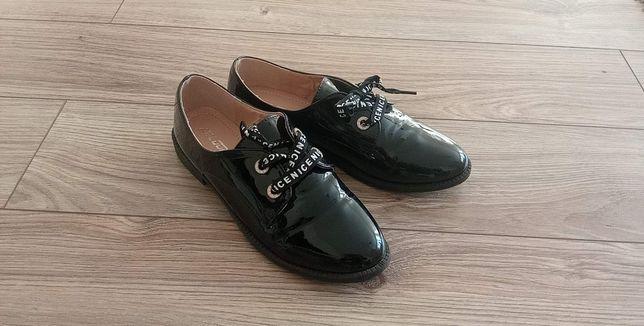 Buty lakierkowane wiosna