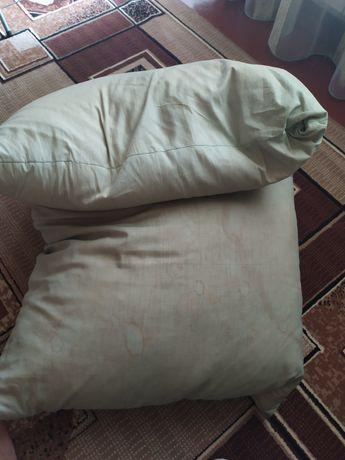 Подушки большие срочно продам!