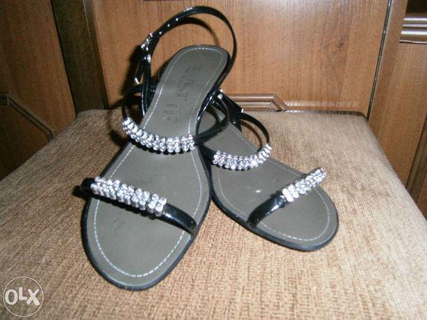 Czarne sandałki
