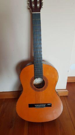 Stara, klimatyczna gitara akustyczna + pokrowiec