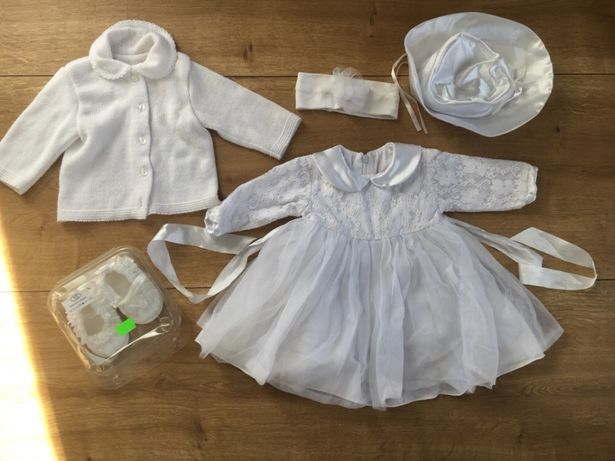 Piękny zestaw do chrztu 62 tiulowa sukienka buciki sweterek chrzciny