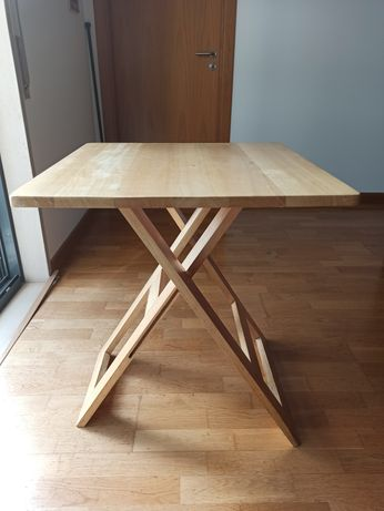 Mesa dobrável de apoio em madeira