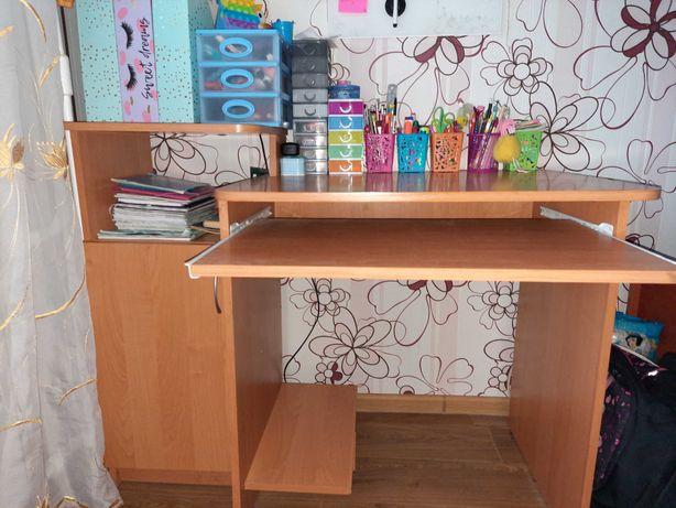 Компьютерный стол (письменный стол)