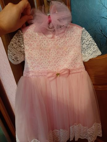 Розове нарядне платтячко.