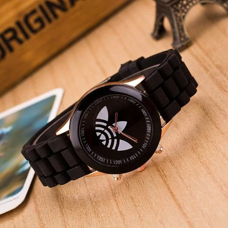 Zegarek czarny biały czerwony różowy zielony żółty na pasku