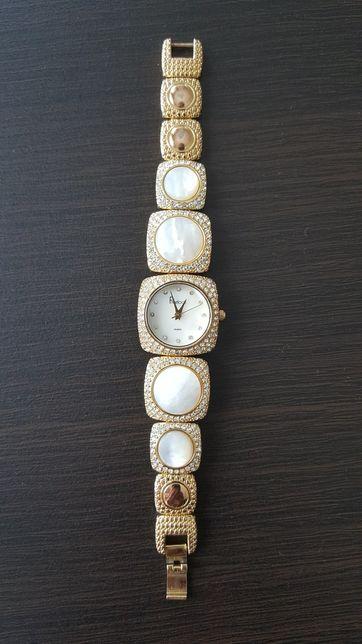Наручные женские часы Freelook