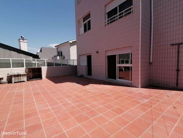 Apartamento T2 suite, terraço com 90 m2 -Gaia Shopping
