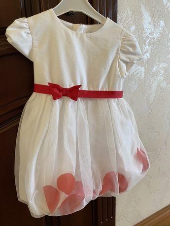 Платье шикарное