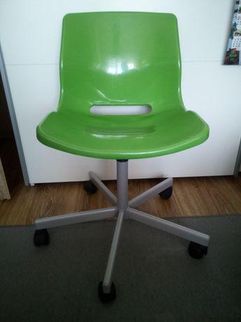 Fotel krzesło na kółkach zielony