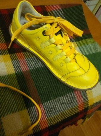 Спортивные кожаные,добротные туфельки 39р