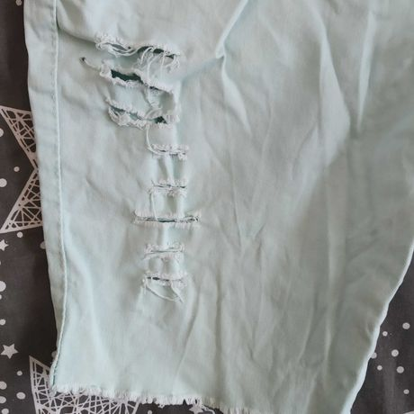 Бирюзовые рваные шорты