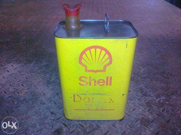 Embalagens / Latas antigas de óleo e massa.