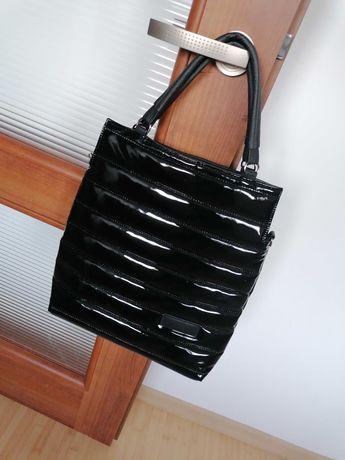 Torebka pikowana lakierowana czarna torba shopper bag