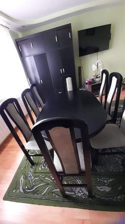 Sprzedał stół z krzesłami