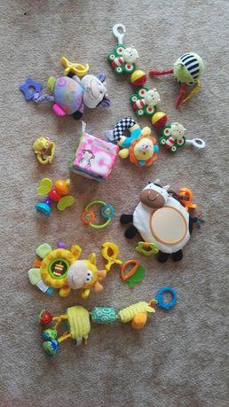Zabawki niemowlece, zawieszki piszczaki grzechotki, grające zadbane
