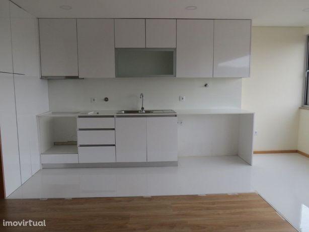 Arrenda-se T3+1 Novo Duplex - Braga-Real