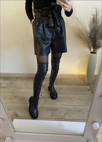 Wysoki elastyczne kozaki Zara