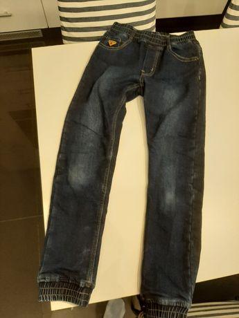 Spodnie ocieplane joggery jeansy 140/146