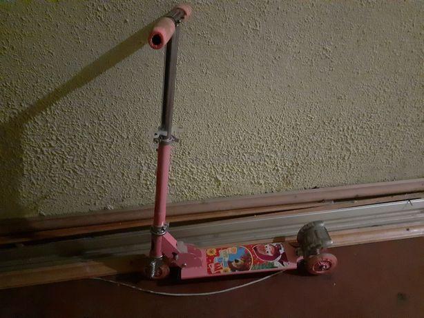 Самокат для девочки 6-8 лет.