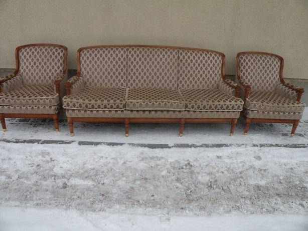 Komplet wypoczynkowy w Stylu Ludwika,,Warrings'' Sofa ,2 fotele,stolik