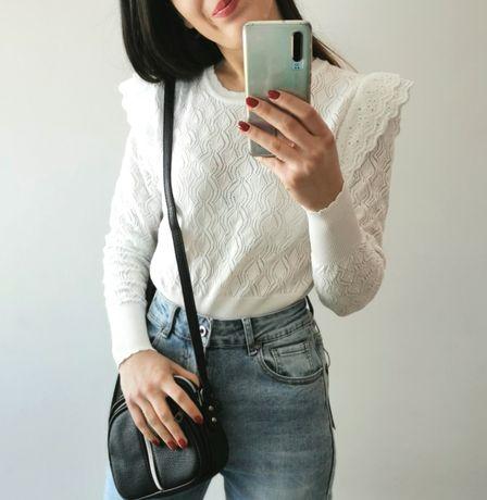 Biały azurowy sweterek