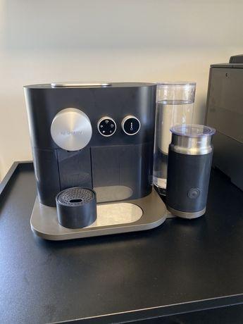 """Ekspres do kawy Nespresso """"Expert&Milk Black"""" jak NOWY"""