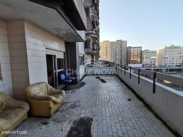 Apartamento T3 + 1 com 2 terraços - Centro da Maia