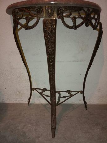 Mesa em bronze e latão com tampo em mármore