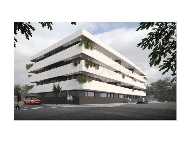 Espaçoso apartamento T2+1 com varandas em construção Avei...