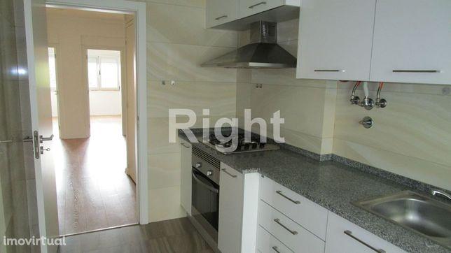 Apartamento T2 remodelado em Carnide/Lisboa