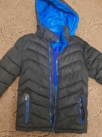 Продам зимню куртку 36р