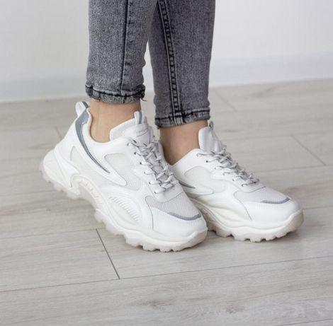 Кроссовки белые на высокой подошве 38р